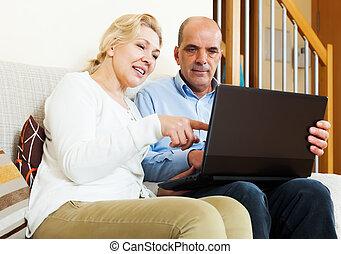 párosít, laptop, érett, boldog