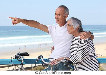 párosít, lovagol, bicikli, idősebb ember, tengerpart, birtoklás