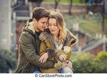 párosít, noha, rózsa, szerelemben, csókolózás, képben látható, utca, fasor, misét celebráló, valentines nap, noha, indulat, ülés, képben látható, városi park