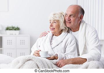 párosít, nyugdíjas, ágy, boldog