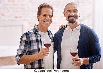 párosít, otthon, ivás, mosolygós, non-traditional, bor