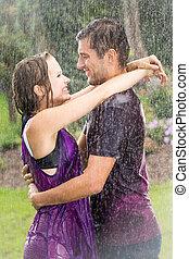 párosít, romantikus, eső, átkarolás