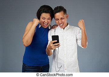 párosít, smartphone, fiatal, boldog