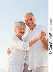 párosít, tengerpart, idősebb ember, tánc