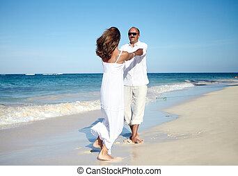 párosít, tengerpart, tánc
