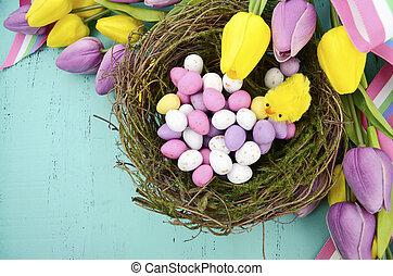 páscoa feliz, fundo, com, pintado, ovos páscoa, em, ninho pássaros, e, amarela, e, seda roxa, tulips, e, fita, ligado, vindima, estilo, rústico, afligido, aqua azul, madeira, tabela, com, espaço cópia, para, seu, texto, here.