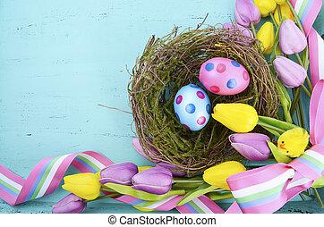 páscoa feliz, fundo, com, ponto polka, ovos páscoa, em, ninho pássaros, e, amarela, e, seda roxa, tulips, e, fita, ligado, vindima, estilo, rústico, afligido, aqua azul, madeira, tabela, com, espaço cópia, para, seu, texto, here.