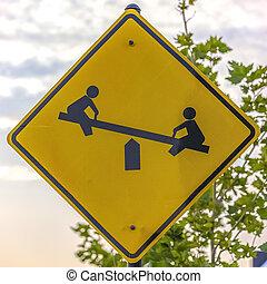 pátio recreio, imagem, crianças, balanço, sinal