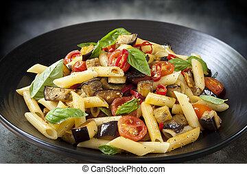pâtes, aubergine, chilli, tomate