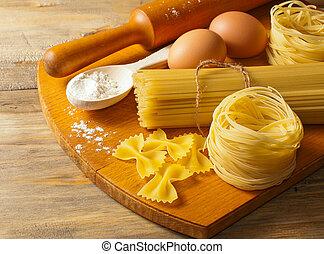 pâtes, oeufs, bois, farine, boa