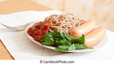 pâtes, spaghetti, saucisses