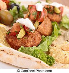 pão pita, com, falafel, e, legumes