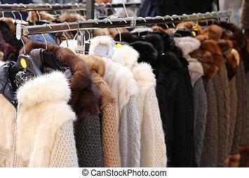 pälsfodra, och, kläder, till salu, hos, loppmarknad