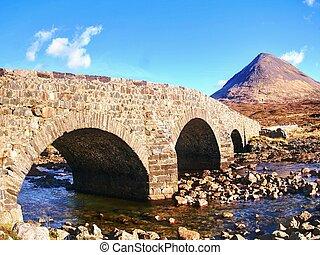 på, den, vej, til, skotske højlande, springtime., gamle, vinhøst, stenede, bro