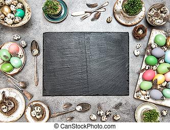 påsk, bord, dekoration, färgrik, ägg, och, skiffer, tallrik