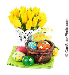 påsk eggar, in, korg, med, gul, tulpaner