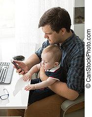 père, bureau, fils, bébé, soin, prendre, fonctionnement, jeune