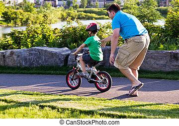 père, cavalcade, vélo, apprentissage, enfant