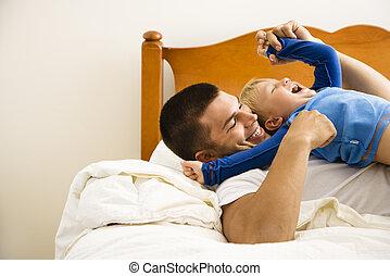 père, child., chatouiller