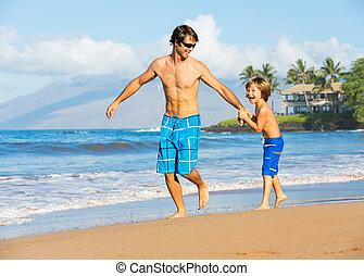 père, ensemble, fils, plage, jouer, heureux