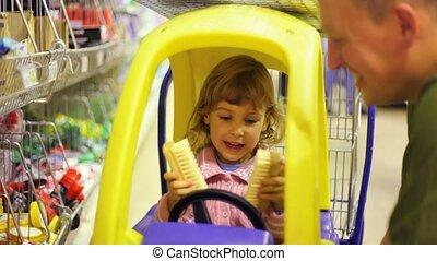 père, fille, parler, supermarché