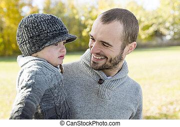 père, fils, automne, park., portrait, heureux