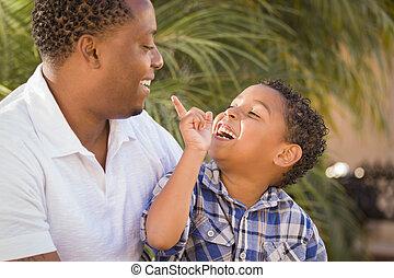 père, fils, course, mélangé, jouer, heureux