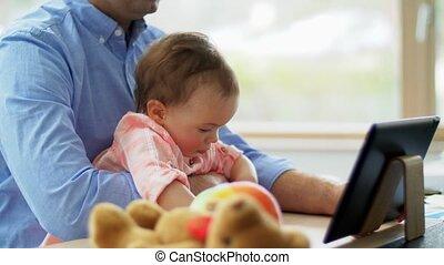 père, fonctionnement, pc tablette, maison, bébé