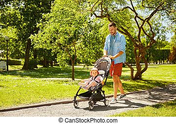 père, heureux, enfant, été, parc, poussette