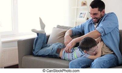 père, jouer, amusement, maison, fils, avoir