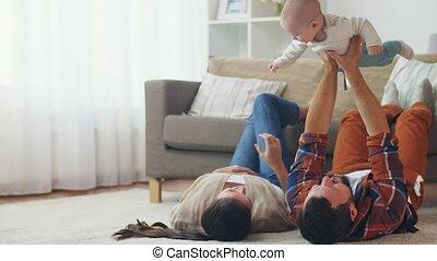père, mère, bébé, maison, jouer, heureux