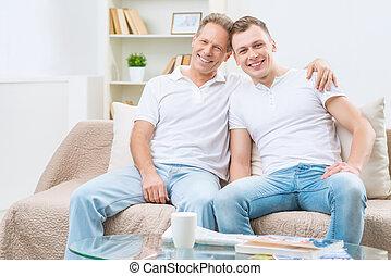 père, séance, adulte, fils, sofa