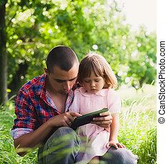 père, utilisation, fille, tablette, numérique