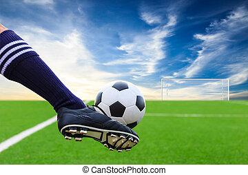 pé, chutando, bola futebol