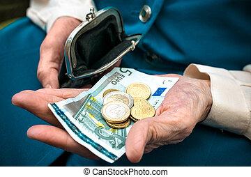 pénz, senior woman, számolás