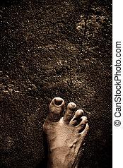 pés, nu