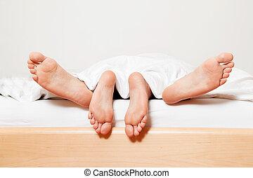 pés, par, bed.