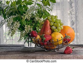 pêche, pamplemousse, frame., poire, bouquet, citron, ensoleillé, day., fruit, fraises, fond, petit, panier, fleurs blanches, horizontal
