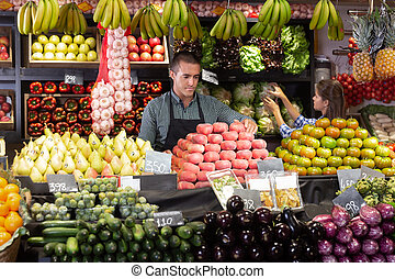 pêches, homme, fruits frais, offrande