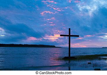 pôr do sol, crucifixos, nublado