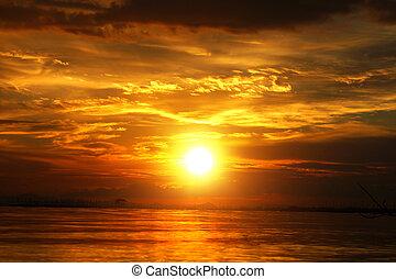 pôr do sol, em, a, twilight., bonito, nuvens, dourado, sky.