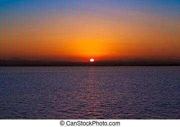pôr do sol, em, albufera, lago, valença, espanha