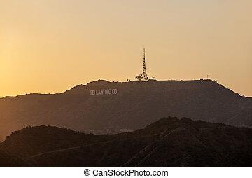 pôr do sol, em, hollywood, montanhas