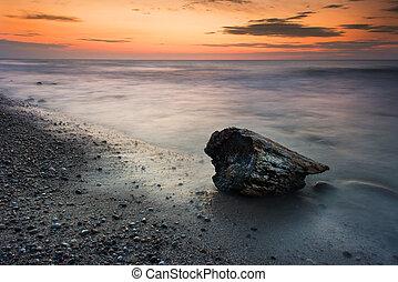 pôr do sol, em, mar báltico