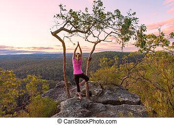 pôr do sol, ioga, meditações, de, penhasco, topos, com, vistas