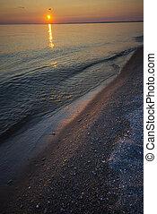 pôr do sol, ligado, um, lago, praia
