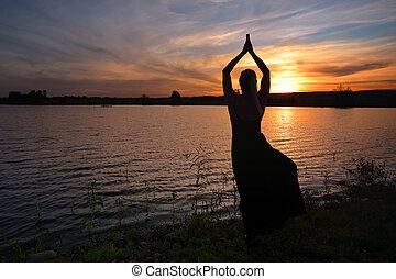pôr do sol, meditação, pose árvore