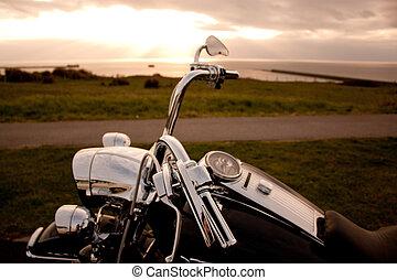 pôr do sol, motocicleta
