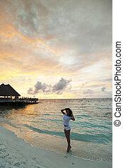 pôr do sol, mulher, praia