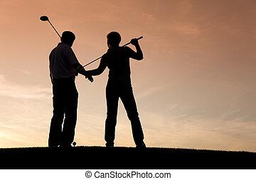 pôr do sol, par, golfe, sênior, tocando